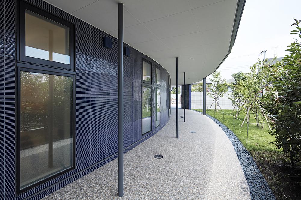 認定こども園「七里ふたばこども園」の意匠設計のポイント 建物へのアプローチ