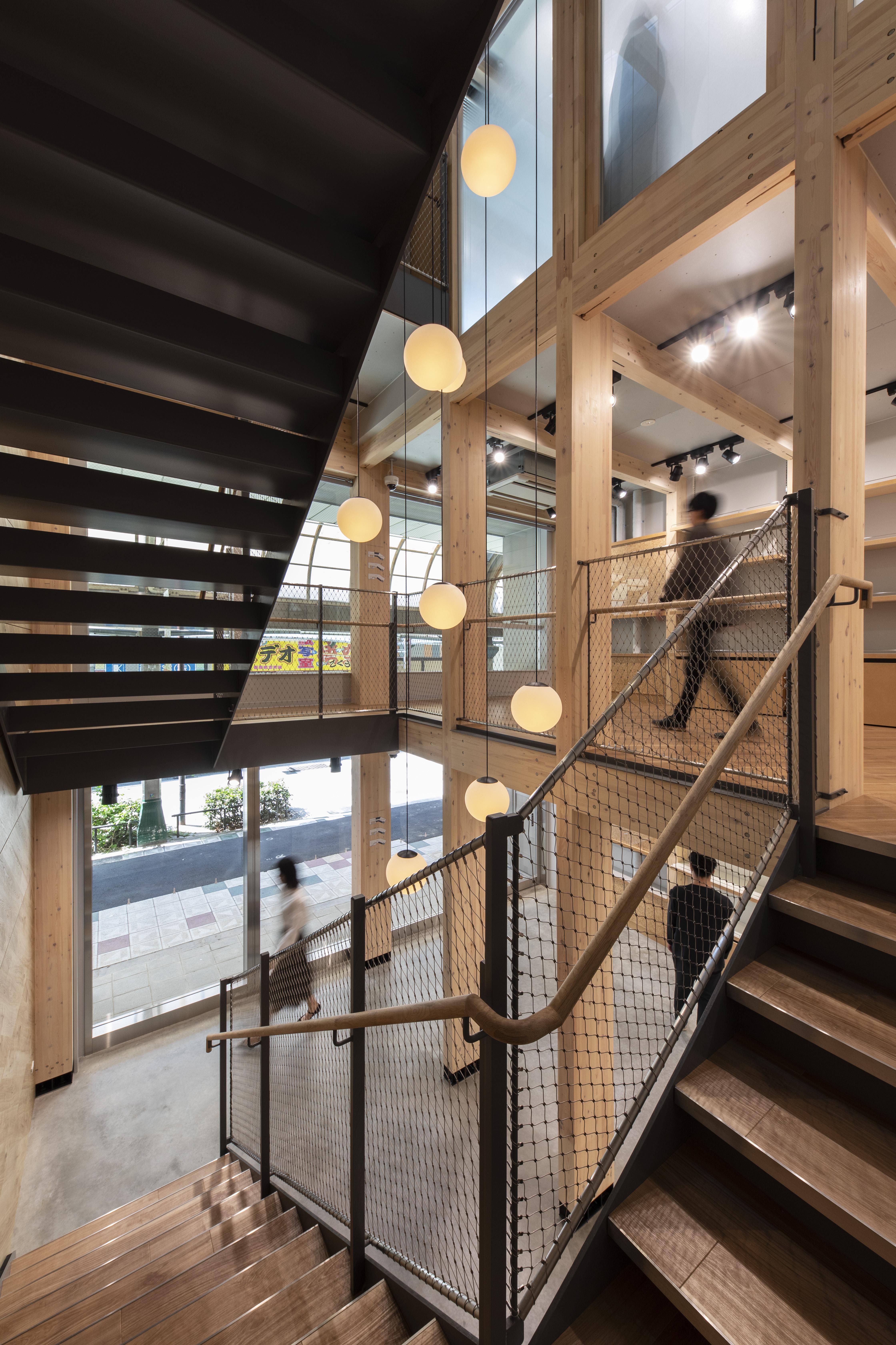 竪穴区画が不要のため階段室と各フロアが開放的につながっています